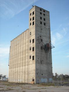 Abandoned concrete grain elevator, Kings County, CA.  DSMc.2012