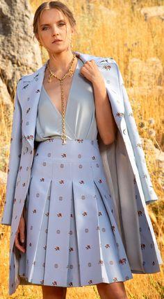 Fashion 2020, Runway Fashion, Spring Fashion, High Fashion, Fashion Show, Fashion Looks, Fashion Outfits, Womens Fashion, Fashion Design
