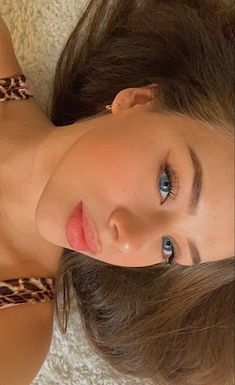 Tmblr Girl, Selfies, Luz Natural, Poses For Photos, Insta Photo Ideas, Glossy Lips, Aesthetic Hair, Cute Faces, Pretty Face
