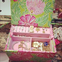 This Lilly jewelry box will be mounted on my drawer. What a stylish way to store my Lilly jewelry!