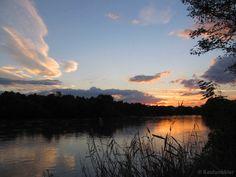 Sunset at Maritza River. Atardecer en el río Maritza. Sonnenuntergang am Maritza-Fluss