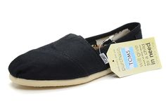 good to know / TOMS shoes outlet! More than half off!On Sale! / My kids love Toms. Cheap Toms Shoes, Toms Shoes Outlet, Diva Fashion, Fashion Shoes, Tokyo Fashion, Blue Fashion, Fashion Men, London Fashion, African Fashion