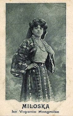 Miloska The visionary: a postcard from 1905.........Miloska, a psychic Hungarian. At that time, the cliché of the clairvoyant gypsy with a flavor of exoticism was not just a cliché.
