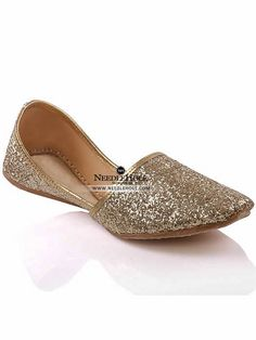 Pakistani khussa slippers in gold color in New York. Browse Pakistani jutti khussa & mojari shoes & footwears at best price and worldwide delivery