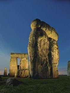 Algunas de las losas de piedra arenisca en Stonehenge pesan más de 40 toneladas (36 toneladas métricas). Ellos fueron llevados a una distancia de más de 18 millas (30 kilómetros) y se erigieron en posición vertical, que-incluso por los estándares de hoy en día-es bastante la hazaña. FOTOGRAFÍA POR KEN GEIGER, NATIONAL GEOGRAPHIC CREATIVO