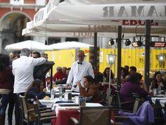 Hosteleros de Plaza Mayor presentarán este año un Plan para mejorar #mobiliario de veladores, iluminación y señales