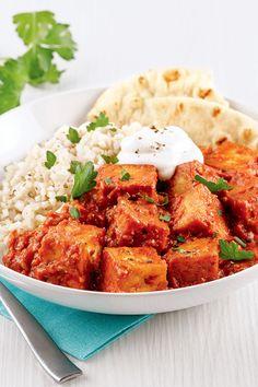 Une savoureuse recette végé qui rappelle les saveurs du poulet au beurre! Une belle façon de faire manger du tofu aux plus difficiles! Calories, Curry, Vegetarian, Cooking, Ethnic Recipes, Copyright, Food, Gluten, Essen