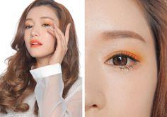 Korean makeup, smudged eyeliner, orange colour #KoreanMakeupTrends #KoreanMakeupProducts #EyeMakeupCopper #KoreanMakeupNatural #EyelinerForBeginners Korean Natural Makeup, Korean Makeup Tips, Korean Makeup Look, Korean Makeup Tutorials, Korean Beauty, How To Do Eyeliner, Simple Eyeliner, Best Eyeliner, Smudged Eyeliner