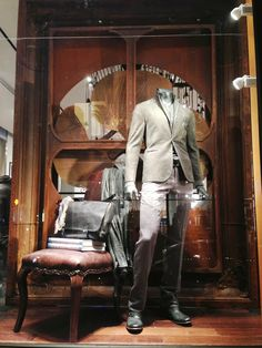 "John Varvatos, Soho, NY, ""the casual working man"", pinned by Ton van der Veer"