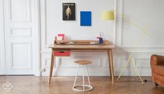 Find out all of the information about the Harto product: oak desk / MDF / contemporary HONORÉ by Pierre-François Dubois. Table Furniture, Office Furniture, Office Desk, Furniture Design, Compact Furniture, Home Office Branco, Bureau Design, Home Office Inspiration, Contemporary Desk
