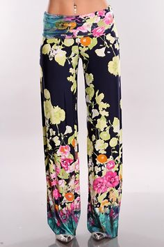 You can have the best of both worlds and that means any season is fashion acceptable. Dress these pants up or dress it down you will look stunning either way. This is definitely a chic piece that you cant leave behind and will sure compliment any ideas you have in mind. Very adorable pants that features a beautiful printed pattern, high waist, and they are loose fitted for a more comfortable wear. Model is wearing a small.