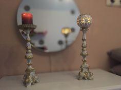 Kerzenständer, 2 Stück, 1x für Teelicht, 1x Kerze, liebevoll gestaltet, used look  Teelicht: 45cm hoch, Standfläche 10x10cm Kerze:    38cm hoch, Standfläche 10x10cm