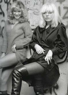 Fashion Tips Dresses Nothing Seems As Pretty As The Past: Top Groupies Of All Time: Sable Starr and Lori Maddox.Fashion Tips Dresses Nothing Seems As Pretty As The Past: Top Groupies Of All Time: Sable Starr and Lori Maddox Blondie Debbie Harry, Debbie Harry Style, Chica Punk, Moda Vintage, Vintage Photographs, Musical, Pepper Ann, My Idol, Bowie