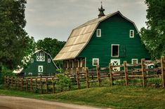Saw a couple green barns recently. Kind of love it.