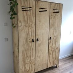 Multiplex Lockerkast - diy projects Mobile Home, Armoire, Tall Cabinet Storage, Diys, Diy And Crafts, Groot, Furniture, Concept, Home Decor
