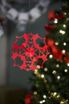 superhero snowflake free tutorial free printables free snowflake patterns for Marvel and DC fans Spider-man Snowflake - a fun way for kids to spend New Year's Eve with a new craft every hour until the wall is filled with homemade snowflakes - New Years crafts for children to make