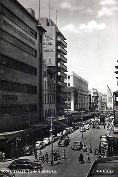 Johannesburg, showing the balconies of Polliack's Corner (left) Johannesburg City, Third World Countries, Ol Days, Historical Pictures, Old Postcards, African History, Afrikaans, Balconies, Old Pictures
