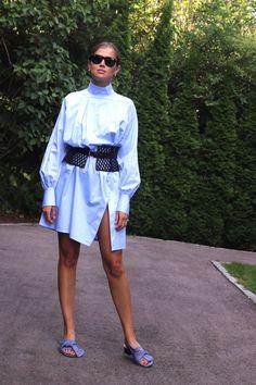 Shirt: Baum und Pferdgarten. Belt: BCBG. Shoes: Tongoro. Sunglasses: Ray Ban. Earrings: Jane Kønig.