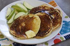 Greek Yogurt Pancakes (via marriahlavigne.com)