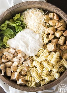 Chicken Caesar Salad with pasta is a delicious mix of pasta salad and chicken Caesar salad and is perfect for lunch or a light dinner! food recipes dinners Chicken Caesar Salad with Pasta Chicken Caesar Pasta Salad, Chicken Salad Recipes, Pasta Recipes, Dinner Recipes, Cooking Recipes, Chicken Caesar Wrap, Crab Salad, Shrimp Pasta, Egg Salad