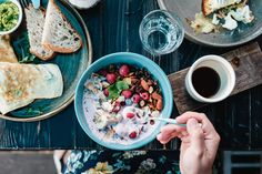 Deze kleine en makkelijke aanpassingen leveren je gezondheid véél op - Libelle Lekker Breakfast And Brunch, Best Breakfast, Clean Breakfast, How To Make Pancakes, How To Make Breakfast, Healthy Cereal Brands, No Dairy Recipes, Healthy Recipes, Healthy Meals