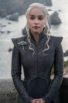 Game of thrones season Daenerys Targaryen, mother of dragons, Khaleesi, Emilia Clarke Cosplay Daenerys Targaryen, Game Of Throne Daenerys, Khaleesi, Daenerys Targaryen Season 7, Danyeres Targaryen, Daenarys Targaryen, Got Costumes, Movie Costumes, Cosplay Costumes