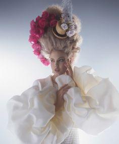 Publication: Harper's Bazaar US April 2014 Model: Lindsey Wixson Photographer: Karl Lagerfeld Fashion Editor: Amanda Harlech