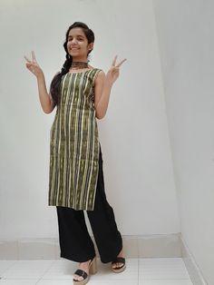 How to style a kurta/kurti? Cute Girl Dresses, Stylish Dresses For Girls, Stylish Girl Pic, Cute Girl Pic, Cute Girl Poses, Beautiful Girl Indian, Beautiful Girl Image, Black Lehenga, Little Girl Models