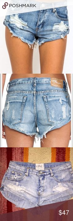 One Teaspoon Hendrix Bandits 27 Pre-loved One Teaspoon Hendrix Bandits in size 27. Can fit 26 or 28 depending on how you like your Teaspoons to fit. These will be your favorite denim shorts. One Teaspoon Shorts Jean Shorts