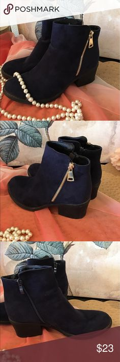 """Navy Faux Suede Booties size 9 fits 9.5 Reneeze brand navy blue Faux Suede booties marked size 9 fits 9.5, shaft measures 5"""" and comfortable 2"""" rubber heel. Worn Once. A little dusty but I will air off and clean before I send. So very comfortable. Honest judgement on this, I know uncomfortable shoes trust me. Zip up both sides. Comes in box, style called PAMA-1. Reneeze Shoes Ankle Boots & Booties"""