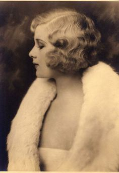 Todays 1920s hair and makeup inspiration from a Ziegfeld dancing girl
