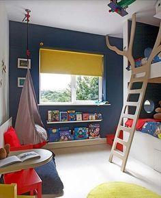 Dormitorio infantil pequeño con cama litera