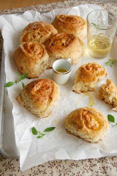 Pãezinhos de salame e queijo de uma fonte fantástica de receitas