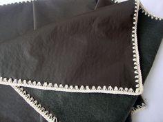 Camino de mesa en cuero ecol�gico y crochet, $70 en http://ofeliafeliz.com.ar