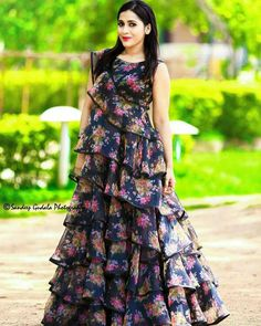 Party Wear Frocks, Gown Party Wear, Indian Gowns Dresses, Indian Fashion Dresses, Baby Dresses, Fashion Wear, Girls Frock Design, Long Dress Design, Long Gown Dress