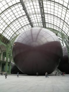 I love it when people make epic works of art on a mass scale. This is called Ascension by artist ANISH KAPOOR, in la Biennale de Venezia see video at: www.youtube.com/...