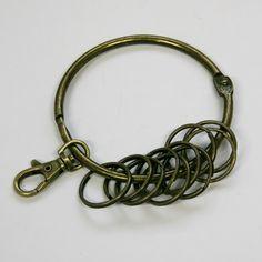 Aro anilla llavero en oro viejo o bronce envejecido de 8 cm. de diámetro.   El llavero viene con 10 anillas y un mosquetón de oro viejo.  Consíguelo por sólo 3,25€ y realiza originales monederos DIY