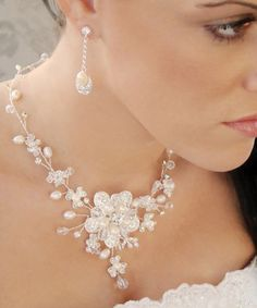 Beautiful pearl and crystal wedding jewelry set!