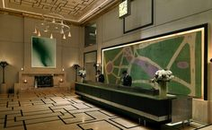 This Midtown Manhattan hotel is located 1640 feet from Central Park. Fifth Avenue is 2641 feet from The London NYC. Hotel Reception Desk, Lobby Reception, Reception Counter, Reception Design, Reception Areas, David Collins, Hotel Concept, H Design, Design Ideas