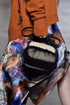 Christopher Kane Fall 2016 Ready-to-Wear Accessories Photos - Vogue