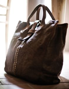 Itlalian Leather Bags For Men but for mi only in vegan leather Tote Purse, Purse Wallet, Leather Men, Leather Bags, Vegan Leather, Trendy Handbags, Beautiful Handbags, Cute Bags, Sacks