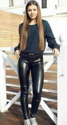 Legging Outfits, Sexy Leggings Outfit, Leather Pants Outfit, Wet Look Leggings, Leder Outfits, Black Leather Dresses, Black Leather Pants, Outfit Jeans, Tight Leggings