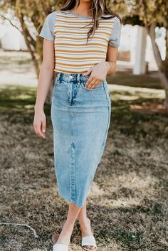 Free people wilshire denim skirt in light denim - Fashion - Denim Casual Skirts, Casual Outfits, Cute Outfits, Summer Outfits, Light Denim, Modest Clothing, Modest Fashion, Apostolic Fashion, Denim Skirt Outfits