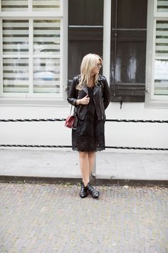 BLOG: http://www.stylemyday.nl PRODUCT: http://toral-shoes.com/stores/es/botas-botines/102-10601-negro-1234567891011.html #boots #look #black #beautiful #trendy