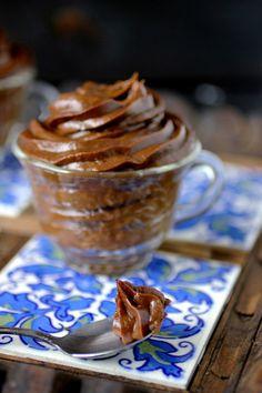 Sweet Freedom: Avocado Carob Mousse: Pudding the Recipe to the Test Carob Recipes, Raw Food Recipes, Sweet Recipes, Baking Recipes, Dessert Recipes, Vitamix Recipes, Cookie Recipes, Unique Desserts, Raw Desserts