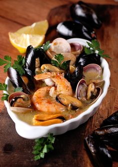 Once a week, it is good to eat fish or seafood, this recipe is very simple and will allow you to satisfy this desire. Fish Recipes, Meat Recipes, Seafood Recipes, Salad Recipes, Cooking Recipes, Healthy Recipes, Tapas Dishes, Seafood Dishes, Canadian Food