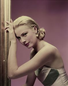 Grace Kelly  photo: Erwin Blumenfeld for Cosmopolitan, 1955