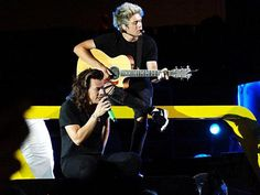 Niall and Harry on stage in Chicago - 8/23
