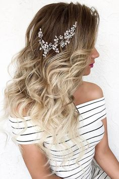33 Exquisite Wedding Hairstyles With Hair Down ❤️ wedding hairstyles down hair with clips dyadkinaira ❤️ See more: www.weddingforwar… We are want to say thanks if you like to share this post to another people via you. Diy Wedding Hair, Wedding Hair Down, Wedding Hairstyles For Long Hair, Bride Hairstyles, Vintage Hairstyles, Down Hairstyles, Trendy Hairstyles, Wedding Bride, Hairstyle Ideas