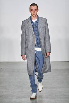 Helmut Lang Fall 2019 Ready-to-Wear Fashion Show Collection: See the complete Helmut Lang Fall 2019 Ready-to-Wear collection. Look 6 Helmut Lang, Leopard Print Jacket, Vogue Russia, Fashion Show Collection, Everyday Fashion, Fashion Brands, Ready To Wear, Normcore, Menswear